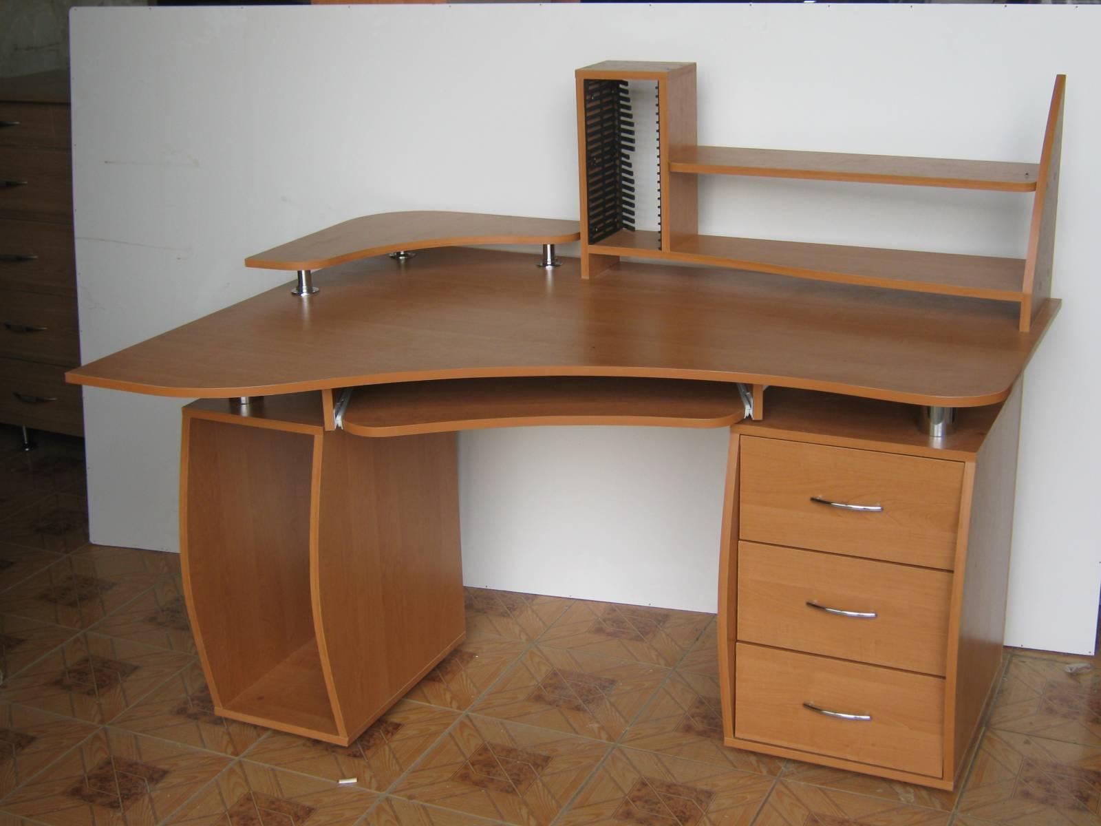 Компьютерные столы угловые своими руками фото.